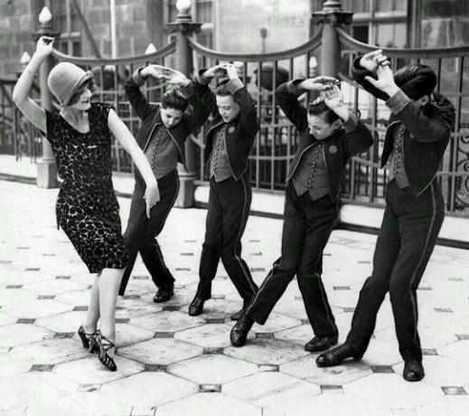 american-woman-teaching-english-boys-to-dance-the-charleston-great-britain-19251