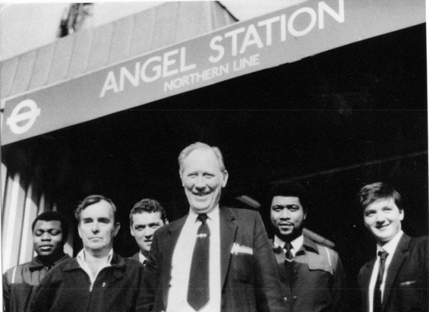 ray-stocker-(satation-foreman)-with-workers-at-angel-tube-station-for-web_page_image_500