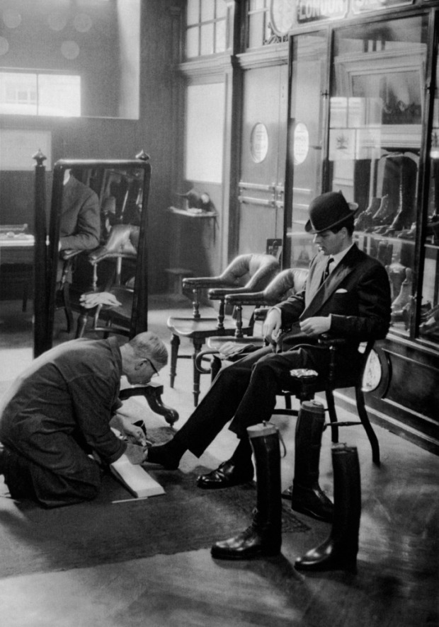 A-city-gentleman-maintaining-his-look-by-getting-his-shoes-polished-London-1954-1955-by-Frank-Horvat-716x1024