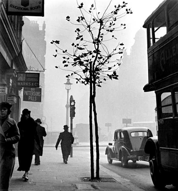 Wolf-Suschitzky-Charing-Cross-London-1937-958x1024